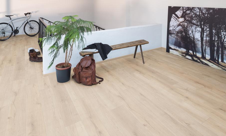 aranżacja 1 Panele podłogowe EGGER Home Dąb Lausanne jasny EHL085